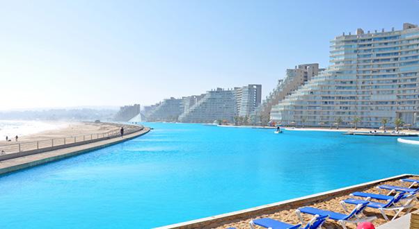 La piscina pi grande del mondo for Piani del cortile con piscine