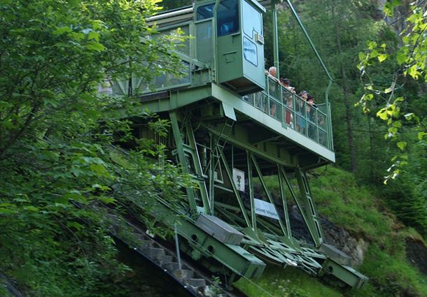 larchwandschragaufzug-kaprun-austria