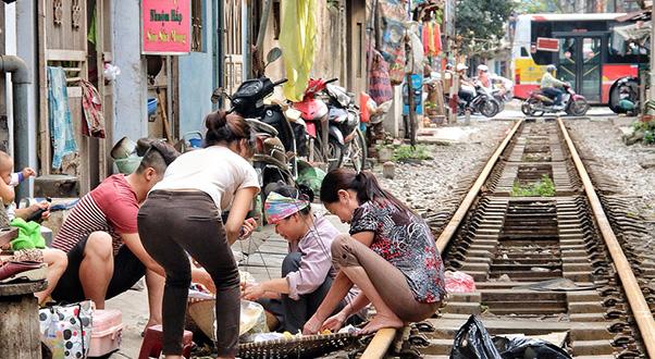 treno-vietnam-hanoi-maeklong