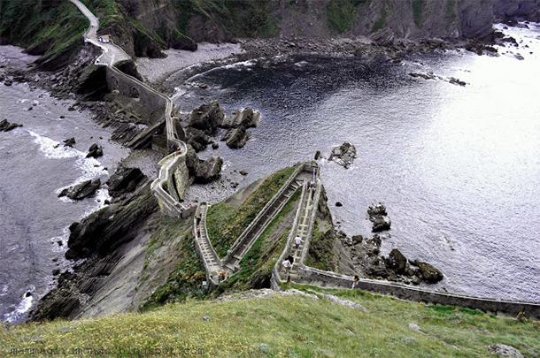 Le scalinate più ripide del mondo-Eremo-San-Juan-de-Gaztelugatxe-Spagna