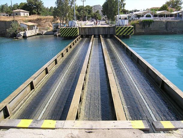 ponte-sommergibile-grecia